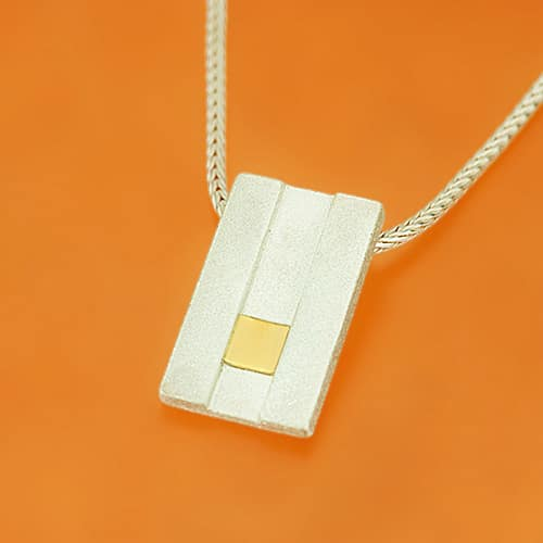 Pendant with lowered fine gold square