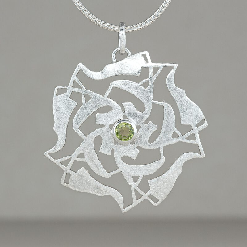 Ornament pendant with peridot