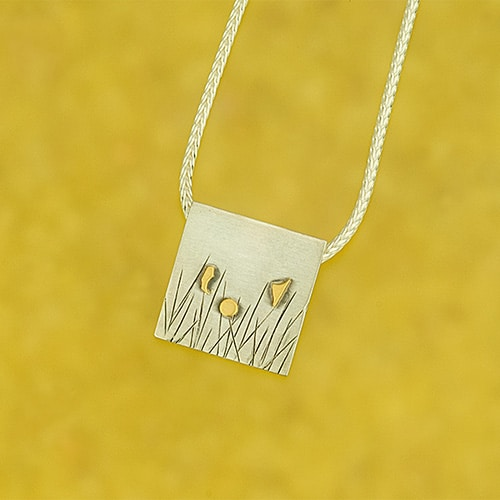 Meadow pendant with fine gold flowers