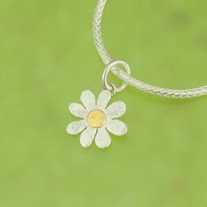 Blütenanhänger mit Feingoldpunkt