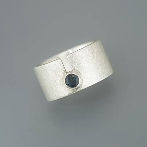Ring with slit