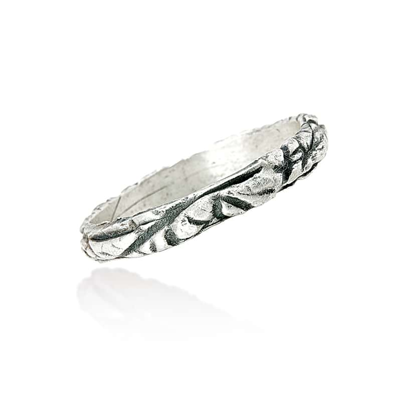 Ring with leaf pattern