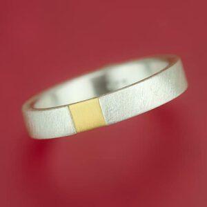 Ring mit tiefergelegtem Feingoldquadrat