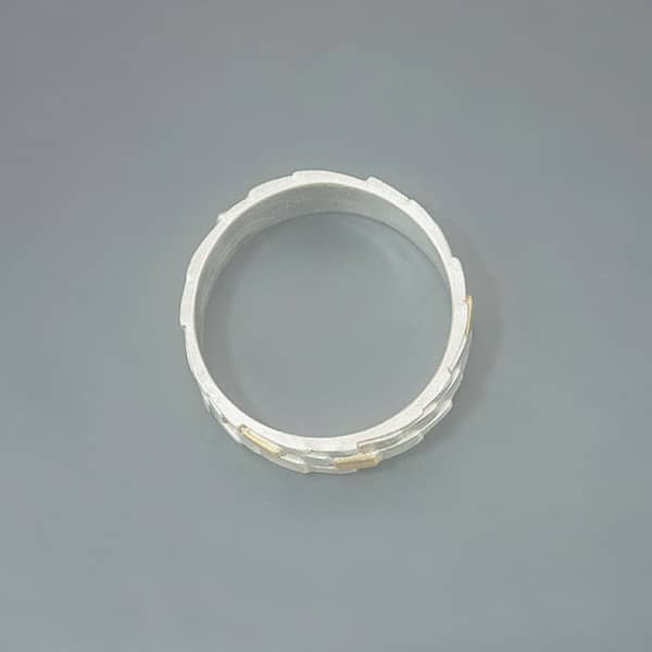 Brick-pattern ring