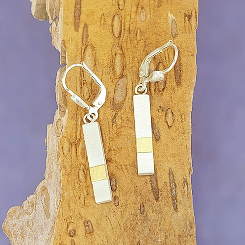 Pin earring with fine gold square