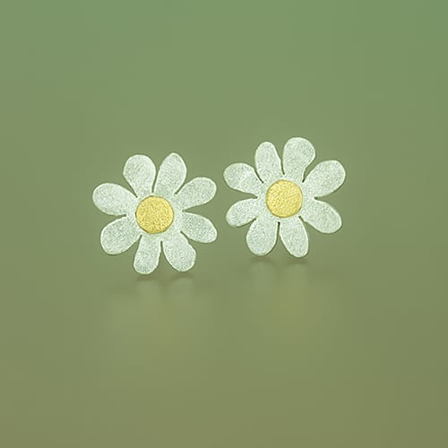 Flower stud with fine gold point