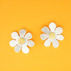 Blütenstecker mit Feingoldpunkt