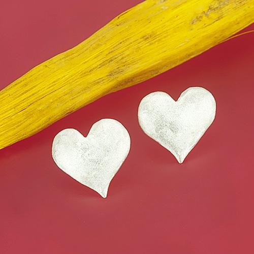 Stud earrings in the shape of a heart - view 1
